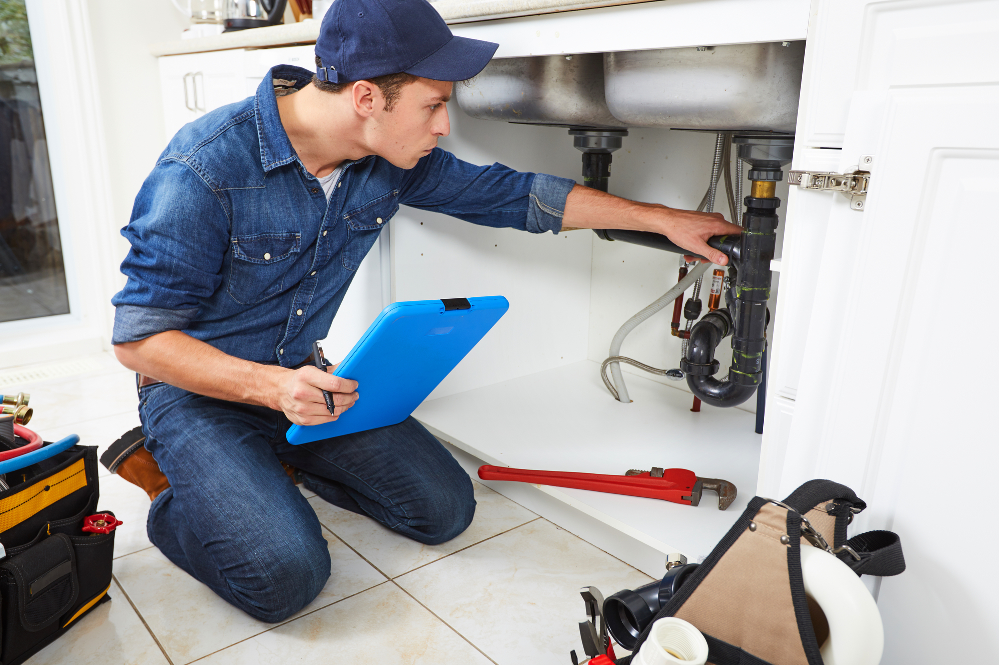 plumber fixing sink – plumbing services in Chicago, IL
